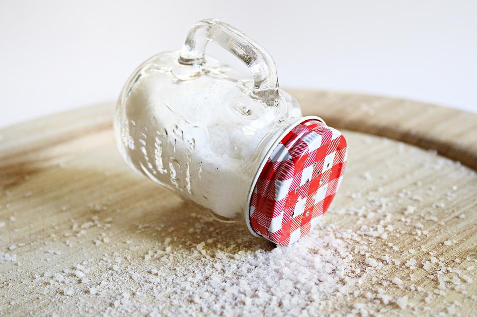 Jesz za dużo soli? 5 sposobów na zminimalizowanie soli w diecie