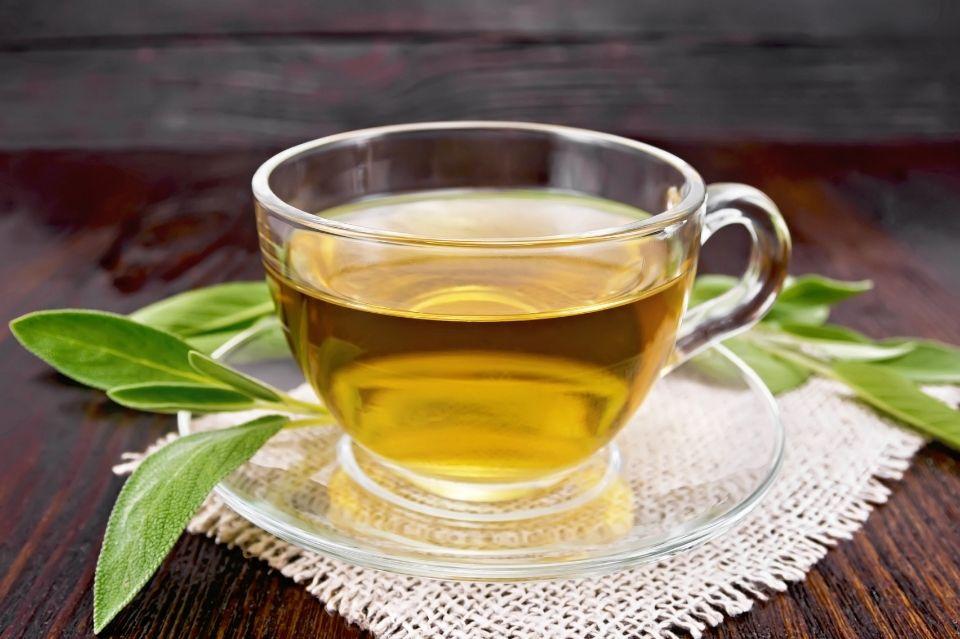 Na co pomaga zielona herbata? Odchudzanie i inne dobre wiadomości dla jej miłośników